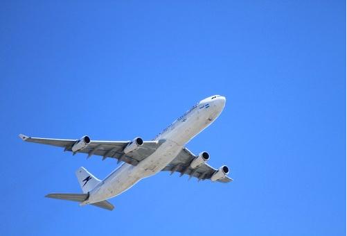 飛行機 航空機 違い